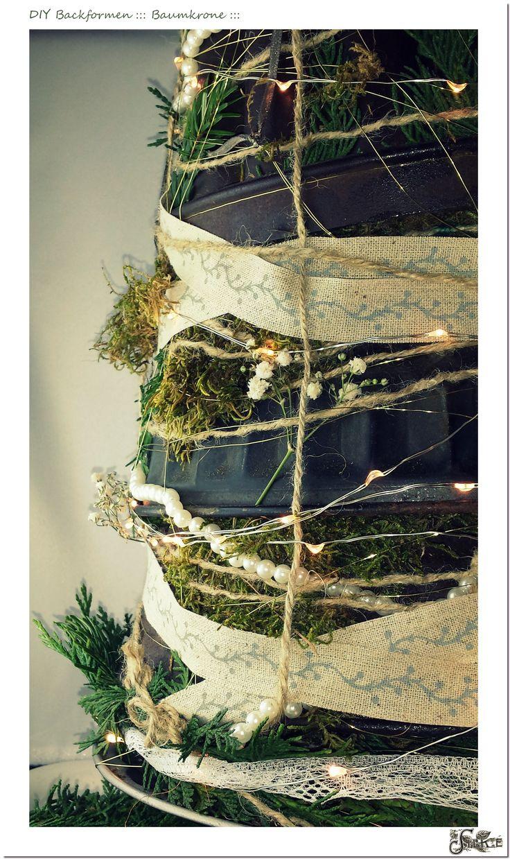 Backformen-Baum mit Tanne und Moos, Perlen und Leuchtdioden, Bänder und Spitze.