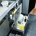 Limitez les allers et retours en installant la poubelle à proximité de l'évier. Cuisine Twist gris. Lapeyre.