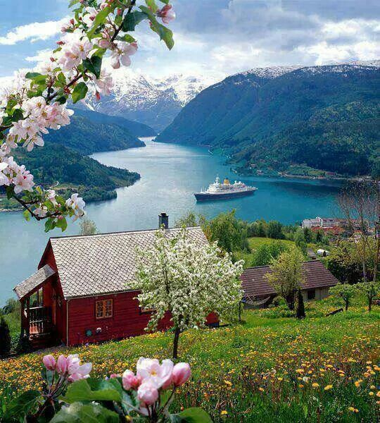 Beautiful water front home, Norway