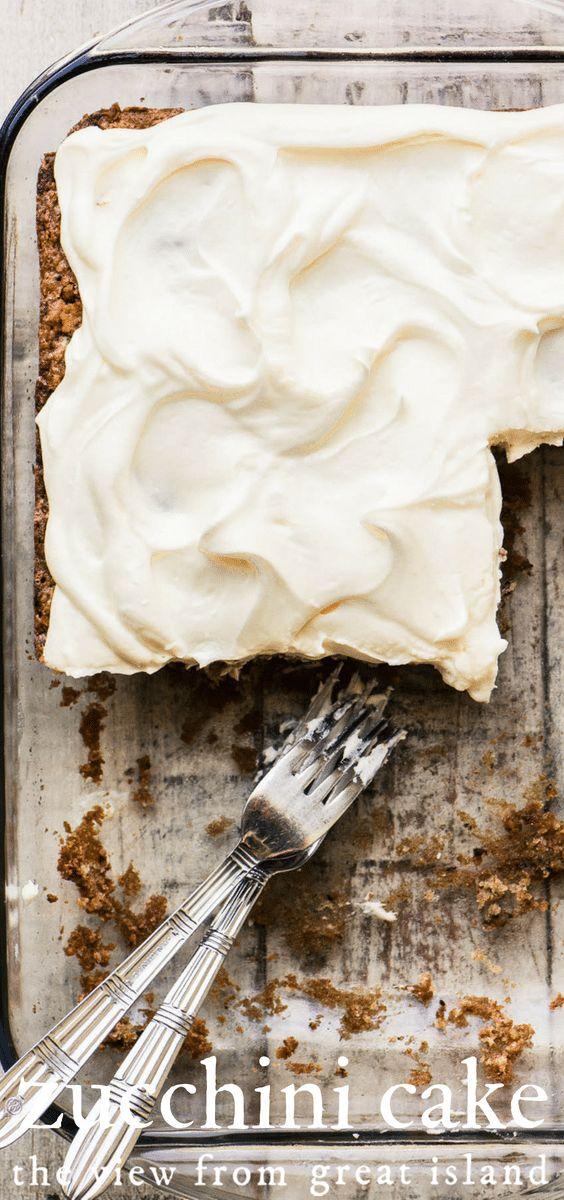 Old fashioned Zucchini-Torte mit Frischkäse Zuckerguss ~ ein einfaches Blatt Kuchen, dass …   – Try Something Sweet
