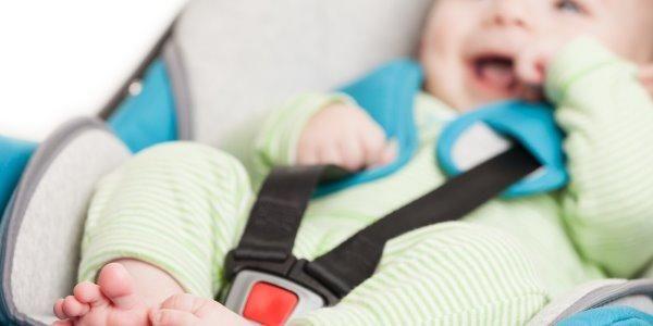 Seggiolini auto: 10 consigli per la sicurezza secondo le nuove norme