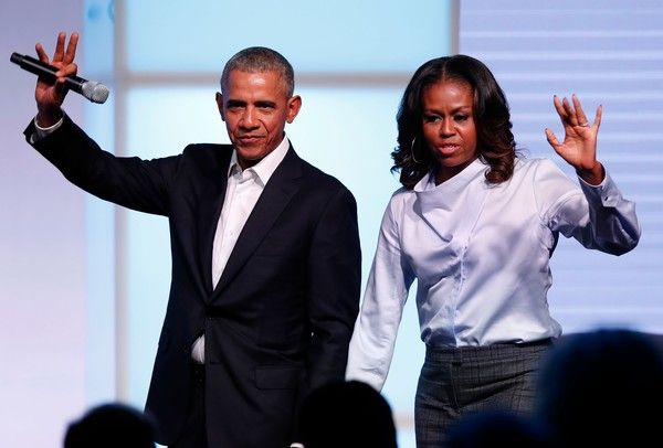 Michelle Obama Photos - Former US president Barack Obama and his wife Michelle wave as they exit the stage during the Obama Foundation Summit in Chicago, Illinois, October 31, 2017. / AFP PHOTO / Jim Young - Michelle Obama Photos - 13 of 9420