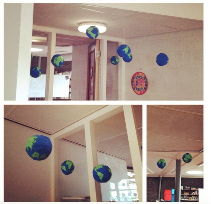 Wereldbollen van papier maché.