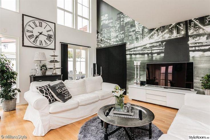 fotovägg,stor klocka,vardagsrum