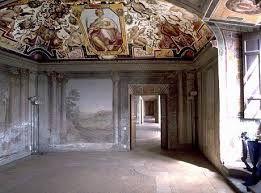 Affreschi nelle sale di Palazzo Rospigliosi:  Nel maggio del 1606 trovò rifugio nel palazzo il pittore Michelangelo Merisi detto il Caravaggio, in fuga verso Napoli, che durante la sua permanenza dipinse per il duca Marzio Colonna una Cena in Emmaus ed una Maddalena in Estasi.