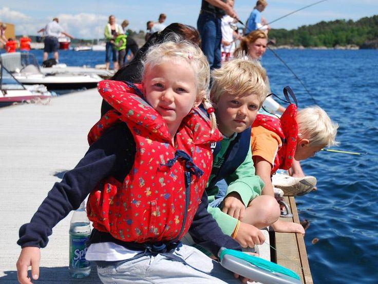 Det er sommer og tid for å skape de beste minner for store og små. Norsk Friluftsliv presenterer her rimelige og spennende friluftsaktiviteter med barn. Mange fine tips. #campvillmark #liveterbestute #outdoors, #campinggear, #fishinggear, #ClimbingGear