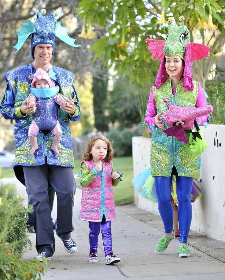 Alyson Hannigan, Alexis Denisof and their adorable kids as glittering seahorses.  Sorry, but this is way too hilarious not to share with you Whedonverse peeps.