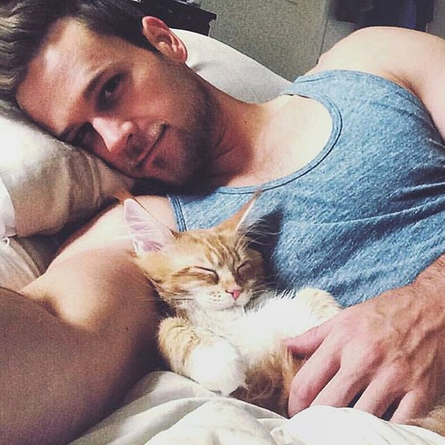 Last week we showed you Hot Dudes with Dogs. This week we present to you: Hot Dudes with Kittens! Which one do you like better? Let us know in the comments below!  View original instagram or visit INK361 View …