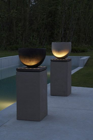 beautifully lit pots on plinths | Atelier Vierkant