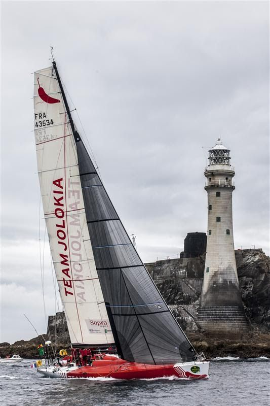Ils passent le fameux rocher sur la Fastnet Race,  by: Rolex / Daniel Forster | www.scanvoile.com  #Fastnet #Rolex #Regatta #Sailing