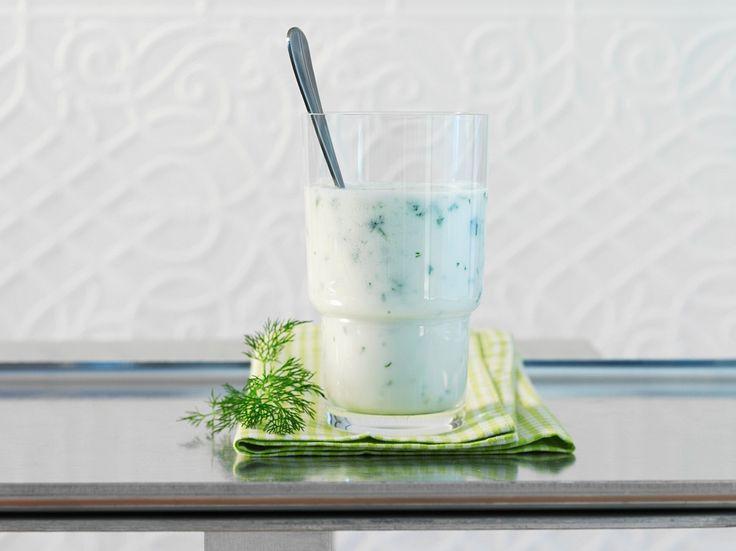 Gurken-Joghurt-Smoothie mit Kefir | Zeit: 10 Min. | http://eatsmarter.de/rezepte/gurken-joghurt-smoothie-mit-kefir