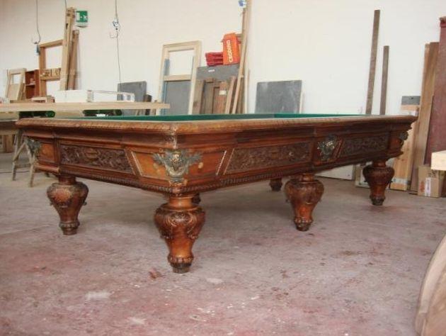 Per gli amanti del biliardo antico...   http://www.biliardietrusco.com/prodotti/biliardo-originale-1800-rarissimo/