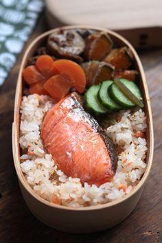 日本人のごはん/お弁当 Japanese meals/Bento みんな大好き人気のシャケ弁 Grilled Salmon Bento