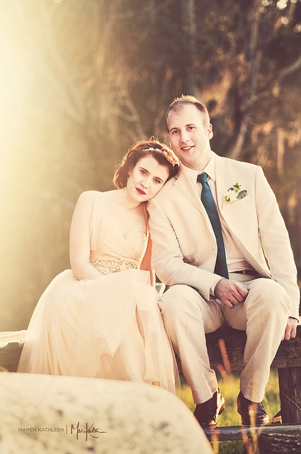 Love  love love... this classic but casual wedding couple pose
