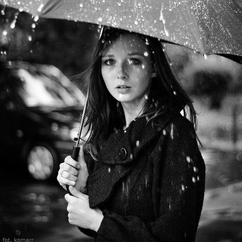 I like the raindrops in front of the girl. It gives the picture a three-dimensionality.