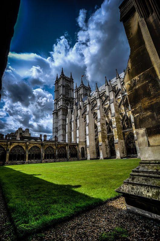 Courtyard at Westminster Abbey #london #england #BTPArchitecturePro – +BTP Ar...