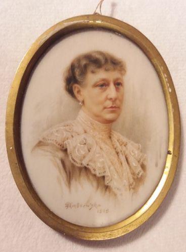 Portret Kazimiery Dąbrowskiej z roku 1919.Miniatura pochodzi z mieszkania w Warszawie przy ul Stalowej 35 (przed 2000 rokiem).