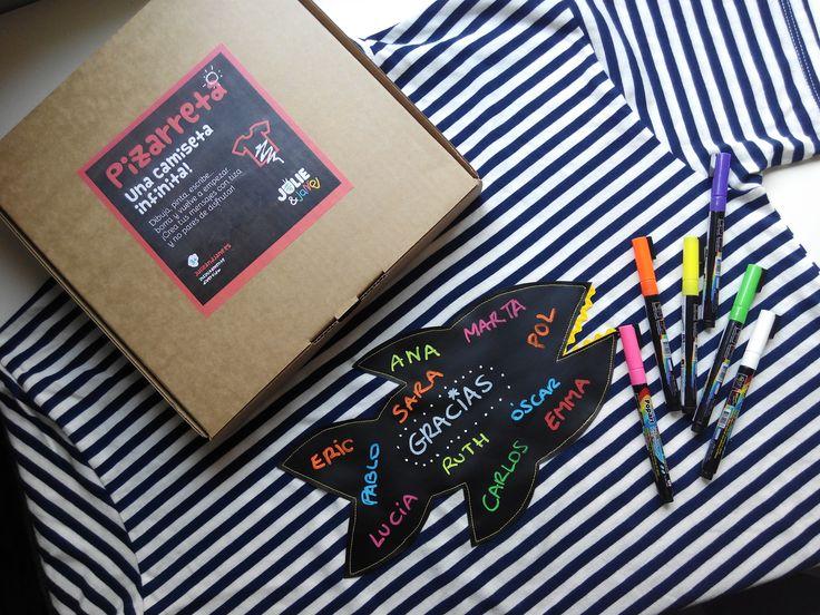 ¿Buscando un #regalooriginal para tu #profesor? escríbenos a hola@julieandjane.es y te personalizamos una #camisetapizarra para que podáis escribir un mensaje de agradecimiento. #julieandjane #profesor #maestro #regalo #original #pizarra #chalkborad #regaloprofesor