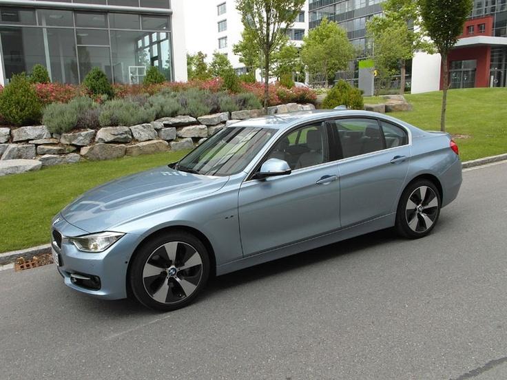 [BMW ActiveHybrid 3] Im Herbst 2012 startet BMW auch in der Premium-Mittelklasse mit einem Hybrid-Fahrzeug. Wir konnten den ActiveHybrid 3 schon fahren. #bmw #hybrid #activehybrid