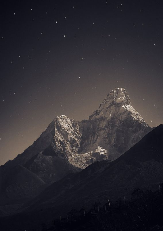 Anton Jankovoy: Nepal, Everest region, view from Tengboche (3,860 m) to Ama Dablam (6,856 m) | 30 sec, f/4, ISO 400, FL 70 mm                                                                                                                                                                                 More