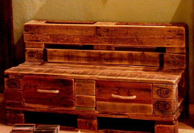 Oltre 25 fantastiche idee su tavoli in legno di recupero su pinterest mobili in legno di - Mobili in pallet riciclato ...