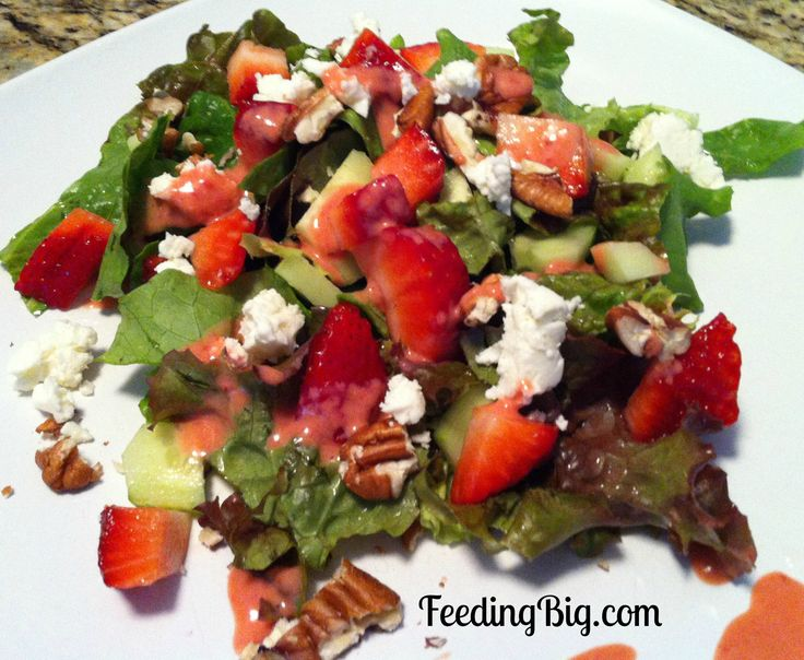 Creamy Strawberry Salad Dressing with Feeding Big.  Find this recipe and more strawberry recipes at this link -http://feedingbig.com/2013/05/creamy-strawberry-salad-dressing-with-feeding-big.html