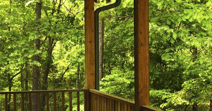 Cómo tratar la madera con bórax. La madera tratada a presión para las construcciones al aire libre es lo que mayormente reconocemos como una pieza de madera tratada. El procedimiento infunde un compuesto dentro de las fibras de la madera, para disminuir la descomposición y hacer que tu cubierta dure más. Sin embargo, también puedes tratar la madera con bórax, una manera menos ...
