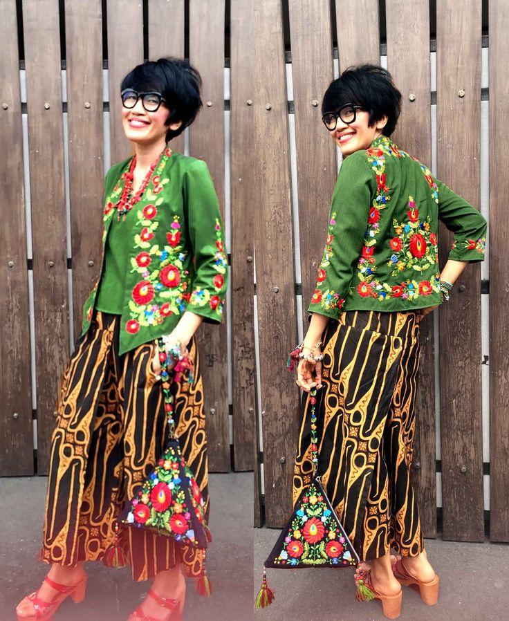 Batik Amarillis's Miss Popon ...Lovely Kebaya encim inspired and designed which features Hungarian embroidery inspired #batikamarillis #batikindonesia #kebayaencim