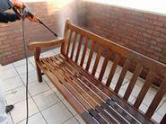 汚れた丸の内仲通りの木製ベンチの洗浄と防水保護 -洗浄と保護