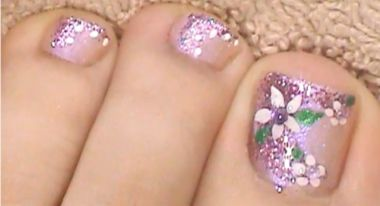 Como Pintar Un Diseño floral En Las Uñas De Los Pies CentralMODA.COM