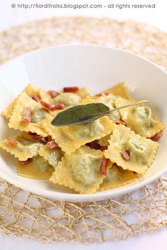 Ravioli ricotta,mortadella, noci e spinaci #recipe #juliesoissons