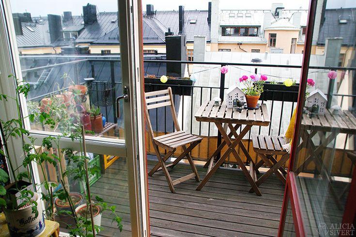 Balkongen i maj, foto av Alicia Sivertsson. / Stockholm balcony, photo by Alicia Sivertsson.