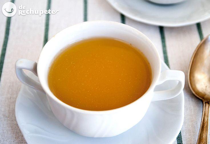 No hay nada que me recuerde más al hogar que un buen caldo de pollo  http://www.recetasderechupete.com/caldo-de-pollo-casero/13726/ #receta