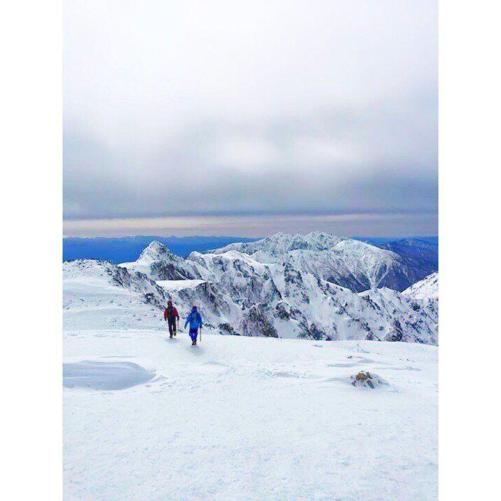 . . 過去pic📷 木曽駒ケ岳2016.3.13 . . そろそろ雪山に行く準備をしないと… 装備とココロの準備を😟 . . 直登の八丁坂、乗鞍浄土、中岳を越えたら、頂上まであと少し、ここからの景色が最高な木曽駒ケ岳pic📷 . . #木曽駒ケ岳#山登り#山登り好きな人と繋がりたい#登山#登山好きな人と繋がりたい#雪山#冬山登山#百名山 #千畳敷カール#八丁坂#乗越浄土#中岳#木曽駒頂上山荘#山欠