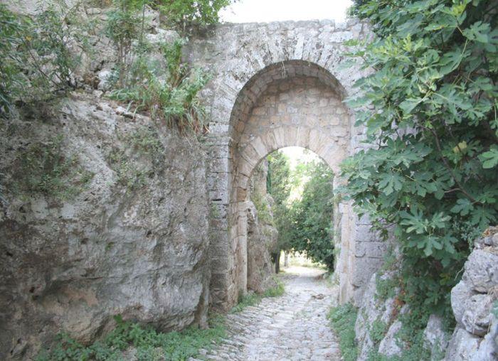 La Porta sulla Via Clodia