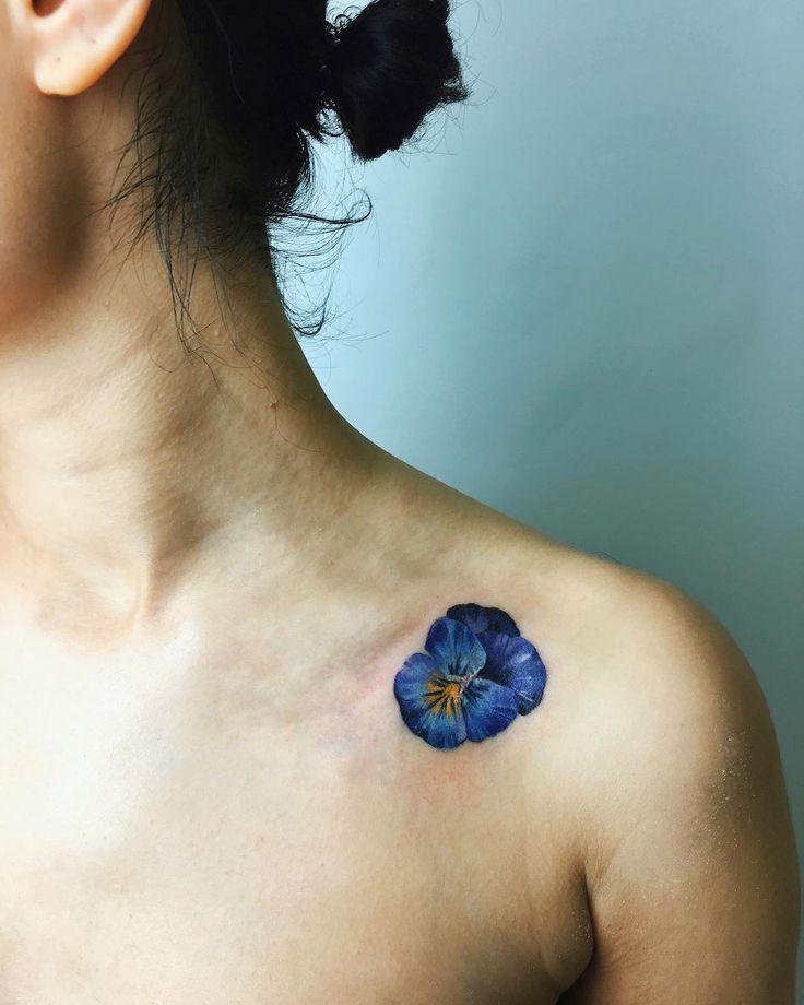 "35.6 k gilla-markeringar, 151 kommentarer - tattoo and Illustration (@rit.kit.tattoo) på Instagram: ""season of pansies - now the blue one, like magic sea (make it over the small scar) сезон анютиных…"""