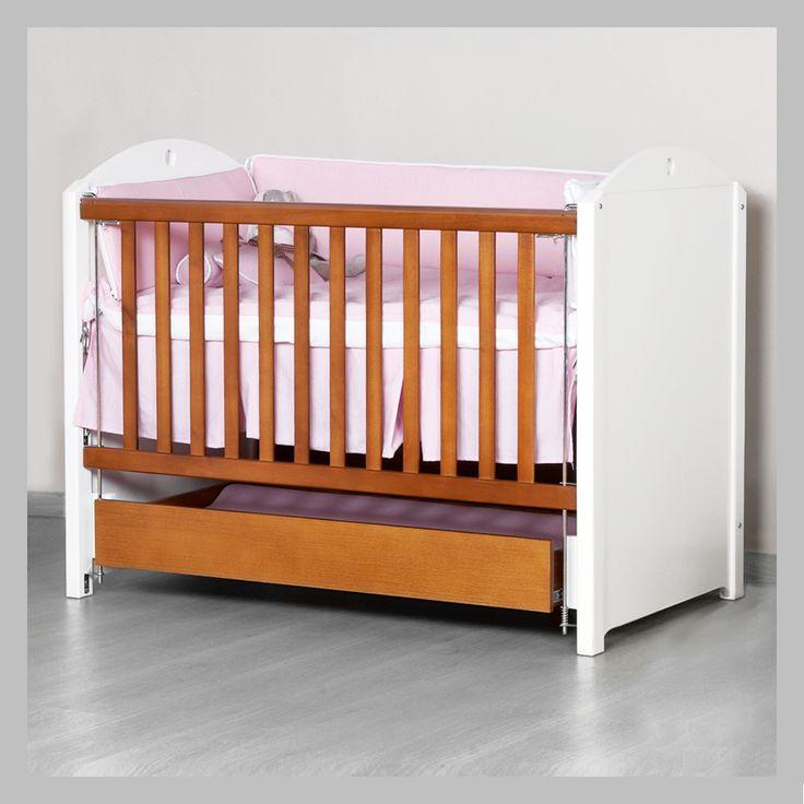 CUNA PARA BEBÉ BLANCA CCBJ-06 Cuna en madera cedro con contraste de colores en madera natural y blanco. Viene con tres niveles anti-reflujo fáciles de ajustar a la medida que su bebé vaya creciendo. A uno de los lados usted puede bajar la baranda para más comodidad con su espalda a la hora de acostar o levantar a su bebé. Todas las cunas son hechas a mano y terminadas con lacas no tóxicas.
