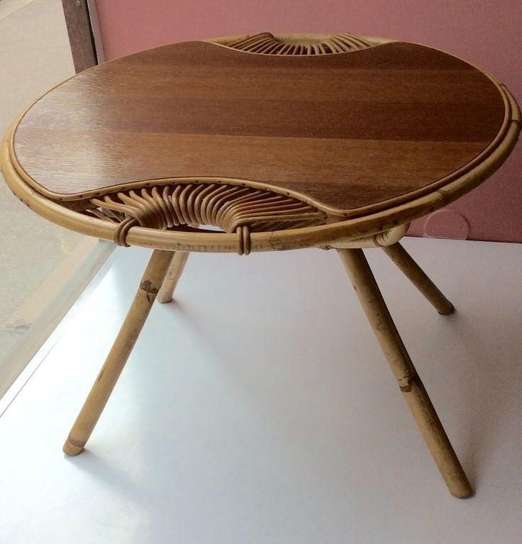 viehättävä rottinkinpöytä 60 luvulta . halkaisija 69cm . korkeus 50cm . @kooPernu MYYTY