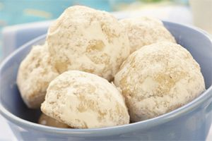 Swedish Butter Balls- These traditional Swedish family favourites taste great all year round. They re made with tasty vanilla, crunchy pecans and a sweet dusting of icing sugar.