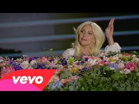 "Lady Gaga Performs A Rendition Of John Lennon's ""Imagine"" That Renders The Crowd Speechless - NewsLinQ"