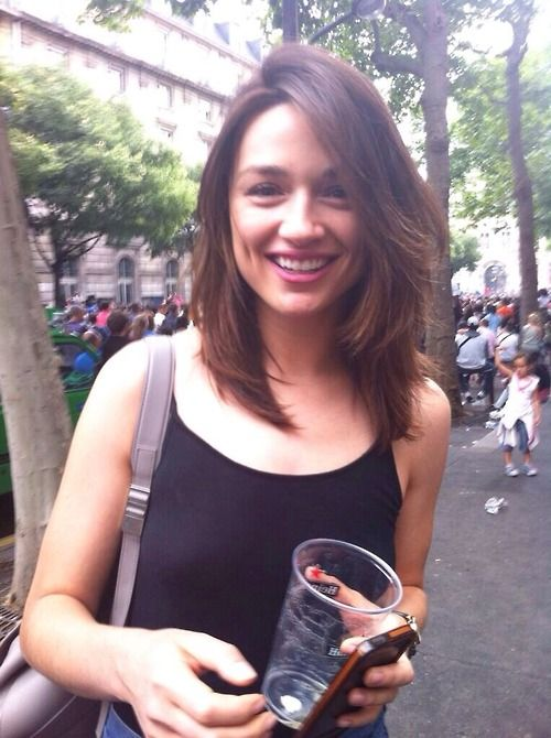 Crystal Reed. Hair crush. I'm really obsessed with her cut and color.... maybe I will get this when I turn 20 as a fresh start