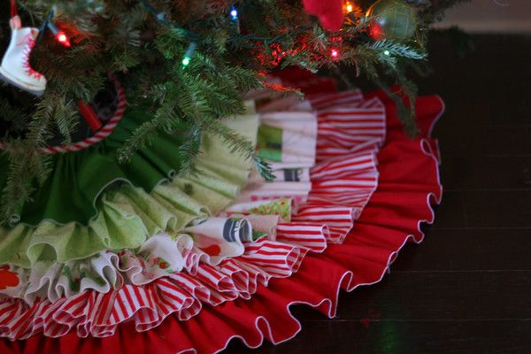 ruffled Christmas tree skirt: Start Sewing, No Sewing, Diy Ruffles, Diy Christmas Trees, Super Cute, Christmas Trees Skirts, Ruffles Christmas, Christmas Tree Skirts, Ruffles Trees Skirts Tutorials