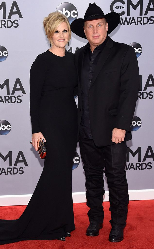 Trisha Yearwood & Garth Brooks from 2014 CMA Awards Red Carpet Arrivals | E! Online