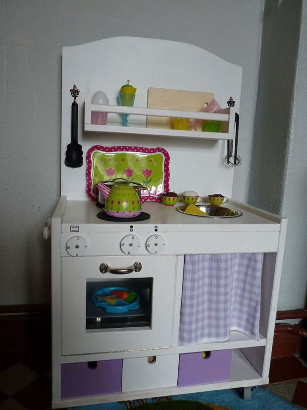 bilder einer handgemachten kinderk che ikea kinderk che. Black Bedroom Furniture Sets. Home Design Ideas