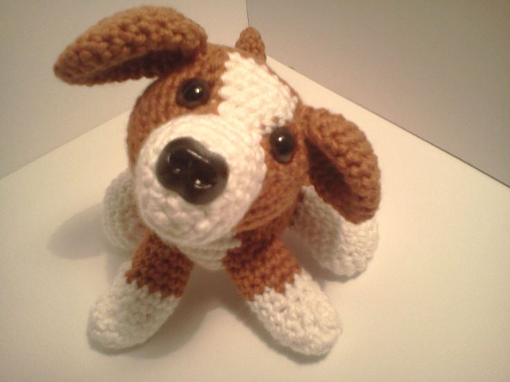 "Lily Baby Beagle dOG - Free Amigurumi Pattern here: http://marywalkerartist.blogspot.com.es/2014/04/lily-baby-beagle-amipal-amigurumi.html  ( click ""Download Free PDF Pattern"" in blue letters)"