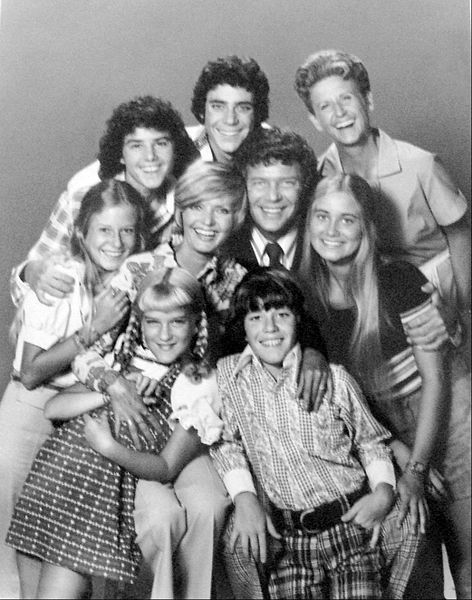 File:Brady Bunch full cast 1973.JPG