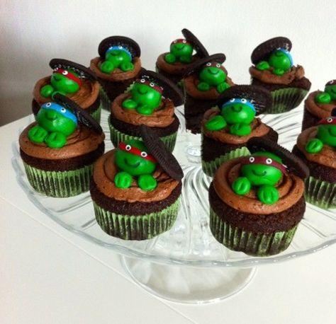Pour fêter la sortie (OK je suis un peu méga en avance) du film « Tortues Ninja » prévu au mois d'Octobre 2014, j'ai souhaité réaliser un cupcake ludique. Mon Mignon étant un fan de la série, imaginez son plaisir en découvrant ses petites tortues préférées disposées sur un cupcake au chocolat et Oréos bien gourmand. La …