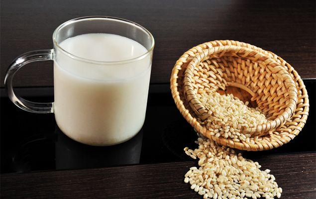 Si buscas alternativas a la #leche que sean saludables y sabrosas, no te puedes perder el último artículo de nuestro blog: http://bit.ly/bebidas-vegetales_AM #ArvilaMagna #avena #soja #almendras #milk #healthy #salud #eco #yummi #food #diet
