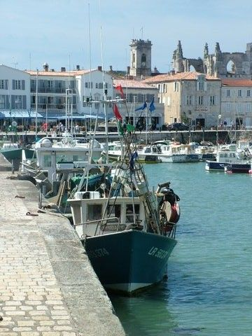 Port de Saint Martin de Ré - a great day out from our holiday rental accommodation (www.leshiboux.com)