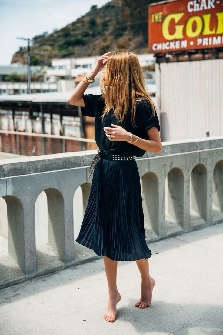 Oversize black t-shirt, dark blue pleated skity & studded belt | Maja Wyh | @styleminimalism